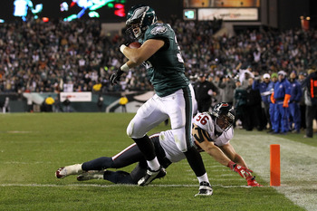PHILADELPHIA, PA - DECEMBER 02:  Owen Schmitt #32 of the Philadelphia Eagles scores a 5-yard touchdown reception in the fourth quarter against Brian Cushing #56 of the Houston Texans at Lincoln Financial Field on December 2, 2010 in Philadelphia, Pennsylv