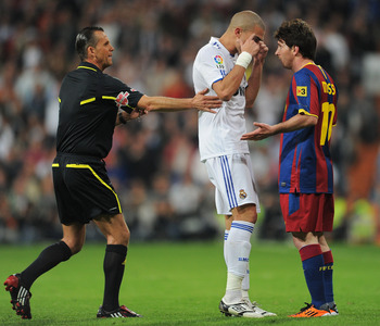 MADRID, SPAIN - APRIL 16:  Pepe (L) of Real Madrid argues with Lionel Messi of Barcelona during the la Liga match between Real Madrid and Barcelona at Estadio Santiago Bernabeu on April 16, 2011 in Madrid, Spain.  (Photo by Jasper Juinen/Getty Images)