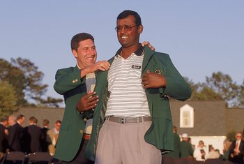 9 Apr 2000:  Vijay Singh of Fiji recives the green jacket from 1999 champion Jose Maria Olazabal of Spain after winning the US Masters at Augusta National Golf Club in Georgia, USA. \ Mandatory Credit: David Cannon /Allsport