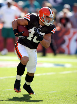 MIAMI - DECEMBER 05: Running back Peyton Hillis #40 of the Cleveland Browns carries against the Miami Dolphins at Sun Life Stadium on December 5, 2010 in Miami, Florida.  (Photo by Marc Serota/Getty Images)