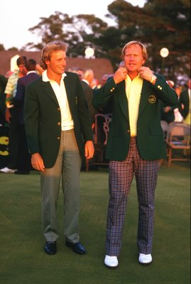 AUGUSTA, GA - APRIL 13:  Jack Nicklaus of the USA receives his green jacket from Bernhard Langer of Germany after the United States Masters at the Augusta National Golf Club on April 13, 1986 in Augusta, Georgia.  (Photo by David  Cannon/Getty Images)