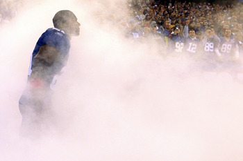EAST RUTHERFORD, NJ - OCTOBER 03:  Kenny Phillips #21 of the New York Giants is inroduced before playing against the Chicago Bears with teammate Osi Umenyiora #72 at New Meadowlands Stadium on October 3, 2010 in East Rutherford, New Jersey.  (Photo by Chr
