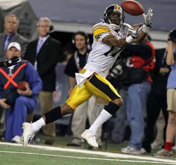 ARLINGTON, TX - FEBRUARY 06:  Mike Wallace #17 of the Pittsburgh Steelers catches a 25-yard touchdown reception in the fourth quarter against the Green Bay Packers during Super Bowl XLV at Cowboys Stadium on February 6, 2011 in Arlington, Texas. Packers w