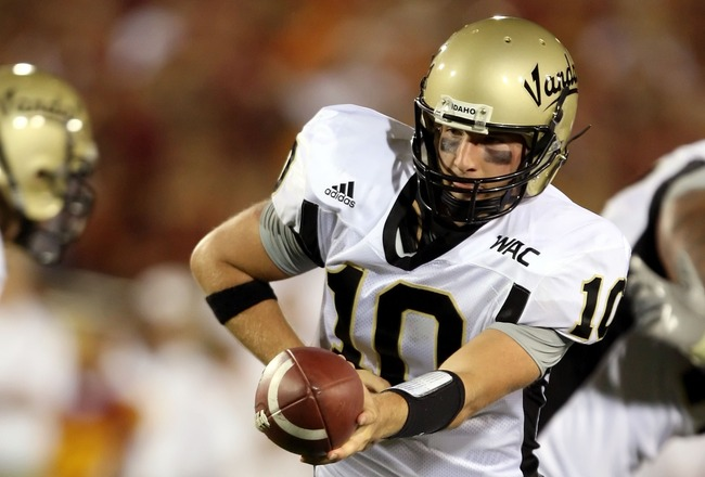 LOS ANGELES - SEPTEMBER 1:  Nathan Enderle #10 of the University of Idaho Vandals hands off the ball in the first half against the USC Trojans at the Los Angeles Memorial Coliseum September 1, 2007 in Los Angeles, California.  (Photo by Lisa Blumenfeld/Ge