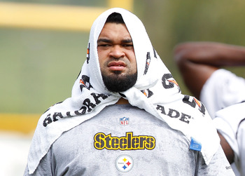 LATROBE, PA - JULY 29:  Chris Kemoeatu #68 of the Pittsburgh Steelers, currently on the PUP list, covers his head in a towel during training camp on July 29, 2011 at St Vincent College in Latrobe, Pennsylvania.  (Photo by Jared Wickerham/Getty Images)
