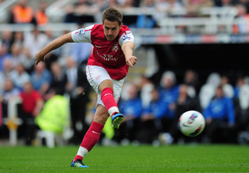 NEWCASTLE UPON TYNE, ENGLAND - AUGUST 13:  Aaron Ramsey of Arsenal shoots during the Barclays Premier League match between Newcastle United and Arsenal at St James' Park on August 13, 2011 in Newcastle upon Tyne, England.  (Photo by Shaun Botterill/Getty