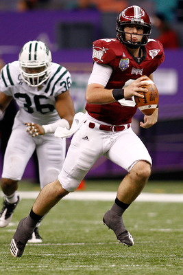 NEW ORLEANS, LA - DECEMBER 18:  Quarterback Corey Robinson #6 of the Troy University Trojans throws a pass during the game against the Ohio University Bobcats during the R&L Carriers New Orleans Bowl at the Louisiana Superdome on December 18, 2010 in New