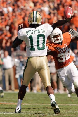 AUSTIN, TX - NOVEMBER 8:  Quarterback Robert Griffin #10 of the Baylor Bears passes the bal downfield during the game against the Texas Longhorns on November 8, 2008 at Darrell K Royal-Texas Memorial Stadium in Austin, Texas.  Texas won 45-21. (Photo by B