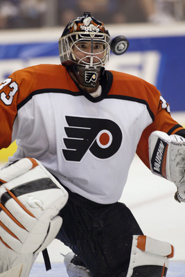 LOS ANGELES - OCTOBER 21:  Goalie Jeff Hackett #33 of the Philadelphia Flyers keeps his eyes on the puck as he makes a save during the game against the Los Angeles Kings at Staples Center on October 21, 2003 in Los Angeles, California.  The Kings defeated