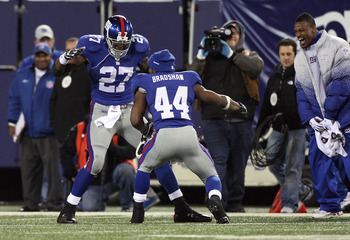 EAST RUTHERFORD, NJ - DECEMBER 06:  Brandon Jacobs #27 and Ahmad Bradshaw #44 of the New York Giants celebrate after Jacobs scored a 74 yard touchdown reception in the third quarter against the Dallas Cowboys at Giants Stadium on December 6, 2009 in East