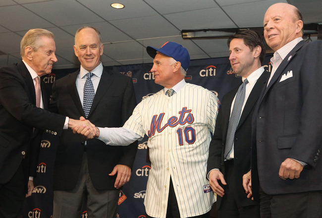 NEW YORK - NOVEMBER 23: Fred Wilpon, General Manager Sandy Alderson,  New York Mets new manager Terry Collins, Jeff Wilpon and Saul Katz pose for pictures during a press conference  at Citi Field on November 23, 2010 in the Flushing neighborhood, of the Q
