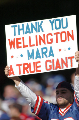 A fan holds a sign that honors Giants owner Wellington Mara who passed away earlier in the week. This during the Giants game against the Washington Redskins at Giants Stadium in East Rutherford, NJ on October 30, 2005  The Giants won, 36-0. (Photo by Bria