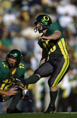EUGENE - OCTOBER 26:  Kicker Jared Siegel #25 of the Oregon Ducks attempts the extra point during the game against the USC Trojans at Autzen Stadium on October 26, 2002 in Eugene, Oregon. USC defeated Oregon 44-33.  (Photo by Otto Greule Jr/Getty Images)