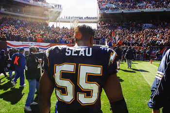 07 Oct 2001:  Junior Seau of the San Diego Chargers leaves the field after the game against the Cleveland Browns at Cleveland Browns Stadium in Cleveland, Ohio.  The Browns won 20-16. DIGITAL IMAGE. Mandatory Credit: Tom Pidgeon/Allsport