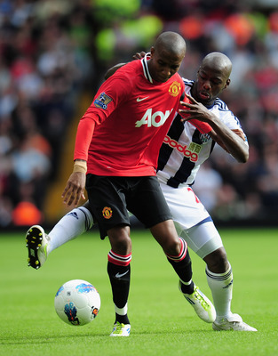 WEST BROMWICH, ENGLAND - AUGUST 14: Youssouf Mulumbu of West Bromwich Albion challenges Ashley Young of Manchester United during the Barclays Premier League match between West Bromwich Albion and Manchester United at The Hawthorns on August 14, 2011 in We