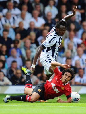WEST BROMWICH, ENGLAND - AUGUST 14:  Somen Tchoyi of West Bromwich Albion challenges Fabio Da Silva of Manchester United during the Barclays Premier League match between West Bromwich Albion and Manchester United at The Hawthorns on August 14, 2011 in Wes