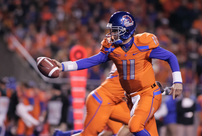 BOISE, ID - NOVEMBER 19:  Kellen Moore #11 of the Boise State Broncos hands off the ball against the Fresno State Bulldogs at Bronco Stadium on November 19, 2010 in Boise, Idaho.  (Photo by Otto Kitsinger III/Getty Images)