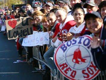 BOSTON - OCTOBER 30:  Fans wait for the parade to start before the Boston Red Sox World Series victory celebration on October 30, 2007 in Boston, Massachusetts  (Photo by Elsa/Getty Images)