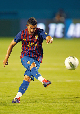 MIAMI GARDENS, FL - AUGUST 03: David Villa #7 of FC Barcelona takes a free kick during a game against CD Guadalajara during the 2011 World Football Challenge at Sun Life Stadium on August 3, 2011 in Miami Gardens, Florida.  (Photo by Mike Ehrmann/Getty Im