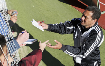 MADRID, SPAIN - JANUARY 2: Real Madrid's new coach Vanderlei Luxemburgo signs autographs after a team training session on January 3, 2005 in Las Rozas, Madrid, Spain. (Photo by Denis Doyle/Getty Images)