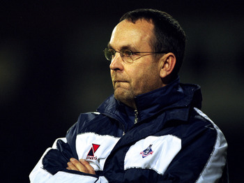 4 Dec 2001:  Oldham Athletic manager Mick Wadsworth during the LDV Vans Trophy Northern area quarter-final match against Notts County played at Meadow Lane, in Nottingham, England. Oldham Athletic won the match 1-0. DIGITAL IMAGE. \ Mandatory Credit: Pete
