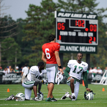 FLORHAM PARK, NJ - AUGUST 07:  Mark Sanchez #6 of the New York Jets talks with Plaxico Burress #17 and Santonio Holmes #10 during practice at NY Jets Practice Facility on August 7, 2011 in Florham Park, New Jersey.  (Photo by Patrick McDermott/Getty Image