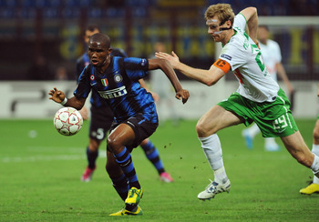 MILAN, ITALY - SEPTEMBER 29:  Samuel Eto o of FC Internazionale Milano runs of Per Mertesacker of SV Werder Bremen during the UEFA Champions League group A match between FC Internazionale Milano and SV Werder Bremen at Stadio Giuseppe Meazza on September
