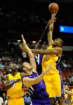 LAS VEGAS - OCTOBER 15:  Andrew Bynum #17 of the Los Angeles Lakers shoots against Spencer Hawes #31 of the Sacramento Kings as Lamar Odom #7 of the Lakers looks on during their preseason game at the Thomas & Mack Center October 15, 2009 in Las Vegas, Nev