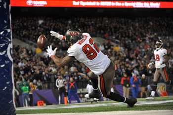 BALTIMORE, MD - NOVEMBER 28:  Kellen Winslow #82 of the Tampa Bay Buccaneers can't make this endzone catch against the Baltimore Ravens at M&T Bank Stadium on November 28, 2010 in Baltimore, Maryland. The Ravens led the Buccaneers at the half 17-3. (Photo