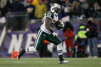 FOXBORO, MA - JANUARY 16:  Runningback Shonn Greene #23 of the New York Jets runs with the ball against the New England Patriots during their 2011 AFC divisional playoff game at Gillette Stadium on January 16, 2011 in Foxboro, Massachusetts.  (Photo by El