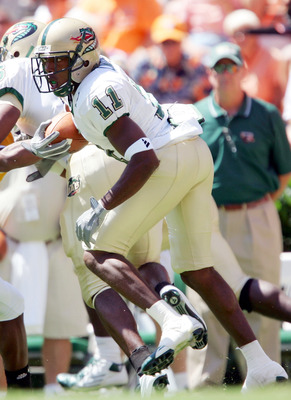 KNOXVILLE, TN - SEPTEMBER 3:  Reggie Lindsey #11 of the UAB Blazers carries the ball in the first half against the Tennessee Volunteers on September 3, 2005  at Neyland Stadium in Knoxville, Tennessee.  (Photo by Elsa/Getty Images)