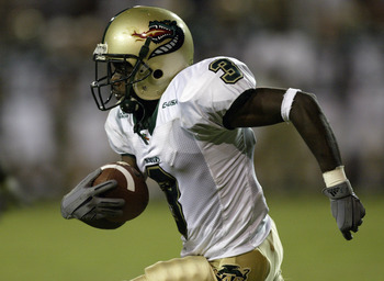 WACO, TX - AUGUST 30:  Wide receiver Jason Southall #3 of the University of Alabama at Birmingham Blazers carries the ball against the Baylor University Bears at Floyd Casey Stadium on August 30, 2003 in Waco, Texas. UAB won 24-19.  (Photo by Stephen Dunn