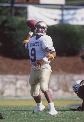 10 SEP 1994:  ALCORN STATE QUARTERBACK STEVE MCNAIR DELIVERS A PASS FROM THE POCKET DURING THE BRAVES GAME VERSUS THE UNIVERSITY OF TENNESSEE- CHATTANOOGA MOCCASINS AT CHAMBERLAIN STADIUM IN CHATTANOOGA, TENNESSEE.  Mandatory Credit: Jamie Squire/ALLSPORT