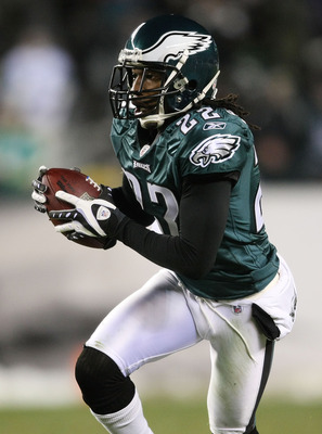 PHILADELPHIA - DECEMBER 20: Asante Samuel #22 of the Philadelphia Eagles rushes after catching a second quarter interception against the San Francisco 49ers at Lincoln Financial Field on December 20, 2009 in Philadelphia, Pennsylvania.  (Photo by Nick Lah