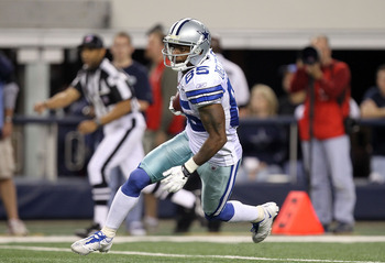 ARLINGTON, TX - DECEMBER 12:  Wide receiver Kevin Ogletree #85 of the Dallas Cowboys at Cowboys Stadium on December 12, 2010 in Arlington, Texas.  (Photo by Ronald Martinez/Getty Images)