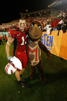 ORLANDO, FL - DECEMBER 29:  Tight end Dan Gronkowski #13 of the Maryland Terrapins poses for a photo with mascot Testudo during the game against the Purdue Boilermakers in the Champs Sports Bowl at Florida Citrus Bowl on December 29, 2006 in Orlando, Flor
