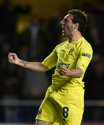 VILLARREAL, SPAIN - MARCH 17:  Santi Cazorla (R) of Villarreal celebrates after scoring during the UEFA Europa League round of 16 second leg match between Villarreal and Bayer Leverkusen at El Madrigal stadium on March 17, 2011 in Villarreal, Spain.  (Pho