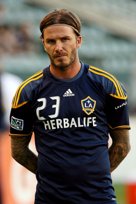 CARSON, CA - AUGUST 06:  David Beckham #23 of the Los Angeles Galaxy warms up before the game against FC Dallas at The Home Depot Center on August 6, 2011 in Carson, California.  (Photo by Jeff Golden/Getty Images)