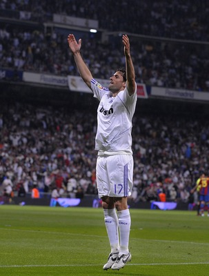 MADRID, SPAIN - MAY 07:  Ruud van Nistelrooy of Real Madrid celebrates after scoring Real's fourth goal during the La Liga match between Real Madrid and Barcelona at the Santiago Bernabeu stadium May 7, 2008 in Madrid, Spain.  (Photo by Denis Doyle/Getty