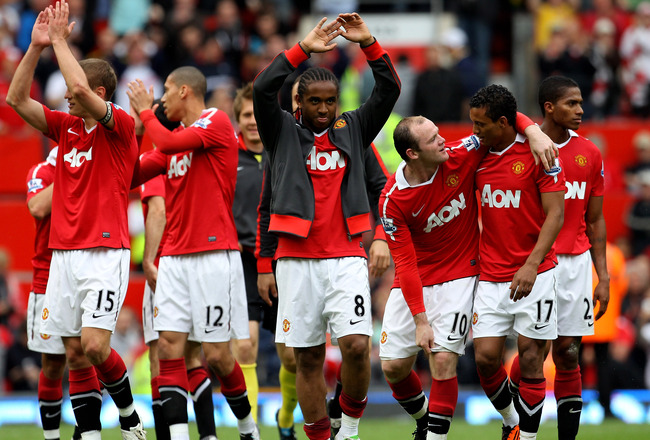 MANCHESTER, ENGLAND - MAY 08:  Anderson of Manchester United celebrates with his team mates at the end of the Barclays Premier League match between Manchester United and Chelsea at Old Trafford on May 8, 2011 in Manchester, England.  (Photo by Alex Livese