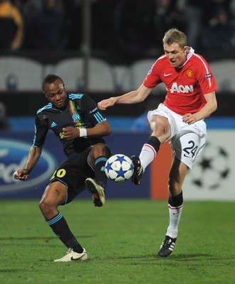 MARSEILLE, FRANCE - FEBRUARY 23: Darren Fletcher of Manchester United challenges Andre Ayew of Marseille during the UEFA Champions League round of 16 first leg match between Marseille and Manchester United at the Stade Velodrome on February 23, 2011 in Ma