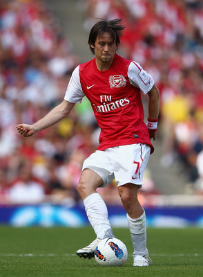 LONDON, ENGLAND - JULY 31:  Tomas Rosicky of Arsenal with the ball during the Emirates Cup match between Arsenal and New York Red Bulls at the Emirates Stadium on July 31, 2011 in London, England.  (Photo by Richard Heathcote/Getty Images)
