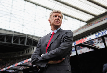 NEWCASTLE UPON TYNE, ENGLAND - AUGUST 13:  Arsene Wenger, manager of Arsenal looks on during the Barclays Premier League match between Newcastle United and Arsenal at St James' Park on August 13, 2011 in Newcastle upon Tyne, England.  (Photo by Shaun Bott