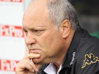 LONDON, ENGLAND - AUGUST 13:  Manager Martin Jol of Fulham looks on during the Barclays Premier League match between Fulham and Aston Villa at Craven Cottage on August 13, 2011 in London, England.  (Photo by Ian Walton/Getty Images)