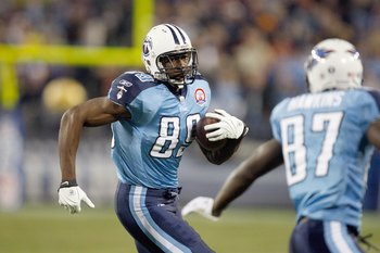 NASHVILLE, TN - NOVEMBER 29: Jared Cook #89 of the Tennessee Titans carries the ball during the game against the Arizona Cardinals at LP Field on November 29, 2009 in Nashville, Tennessee. The Titans defeated the Cardinals 20-17. (Photo by Streeter Lecka/