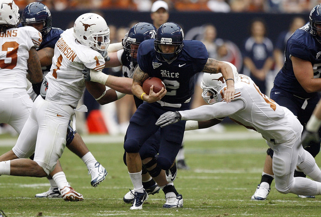 HOUSTON - SEPTEMBER 04:  Running back Sam McGuffie #2 of the Rice Owls splits the defense of linebacker Keenan Robinson #1 and linebacker Emmanuel Acho #18 at Reliant Stadium on September 4, 2010 in Houston, Texas. Texas beat Rice 34-17.  (Photo by Bob Le