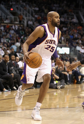 PHOENIX, AZ - JANUARY 28:  Vince Carter #25 of the Phoenix Suns handles the ball during the NBA game against the Boston Celtics at US Airways Center on January 28, 2011 in Phoenix, Arizona.  The Suns defeated the Celtics 88-71.  NOTE TO USER: User express