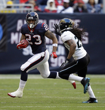 HOUSTON - JANUARY 02:  Running back  Arian Foster #23 of the Houston Texans rushes past Rashean Mathis #27 of the Jacksonville Jaguars at Reliant Stadium on January 2, 2011 in Houston, Texas.  (Photo by Bob Levey/Getty Images)