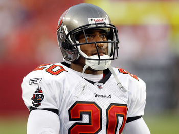 TAMPA, FL - AUGUST 21:  Defensive back Ronde Barber #20 of the Tampa Bay Buccaneers looks at the scoreboard against the Kansas City Chiefs during a preseason game at Raymond James Stadium on August 21, 2010 in Tampa, Florida.  (Photo by J. Meric/Getty Ima