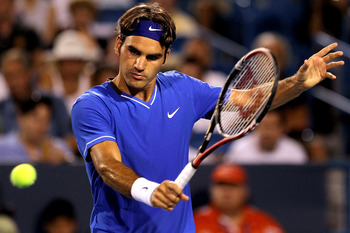 MASON, OH - AUGUST 16:  Roger Federer of Switzerland returns a shot to Juan Martin Del Potro of Argentina during the Western &amp; Southern Open at the  Lindner Family Tennis Center on August 16, 2011 in Mason, Ohio.  (Photo by Matthew Stockman/Getty Images)
